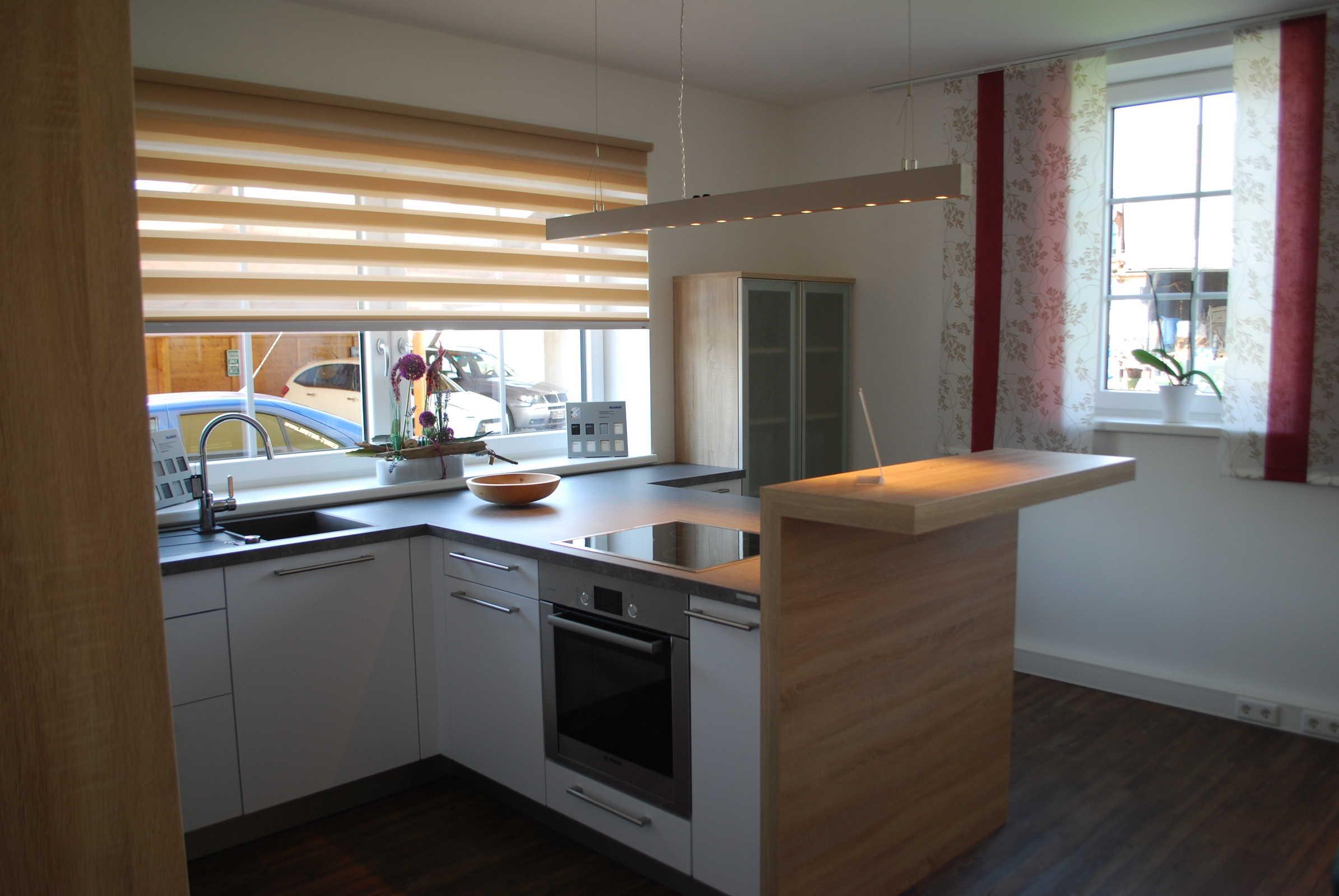 Küche HAKA, Artic White seidenmatt Kristallweiß, Seiten, Bar und ...