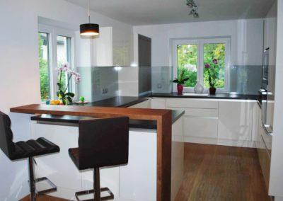 Grifflose Küche mit extra viel Arbeitsfläche