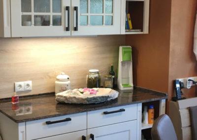 Kredenz mit Rahmenfronten passend zur Küche