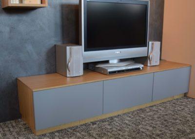 TV Element mit Laden und Klappe