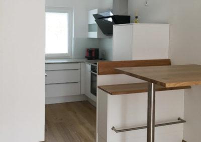 Küche Hochglanz weiß mit Granit Arbeitsplatte Bild 2
