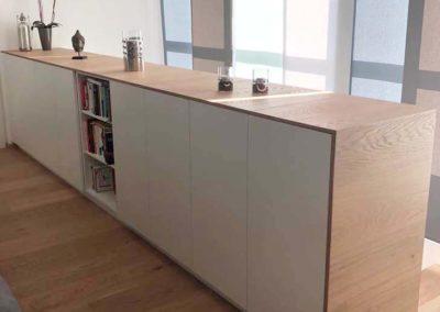 Verbau für Wohnraum weiß matt Abdeckplatte aus Parkettbodenlatten